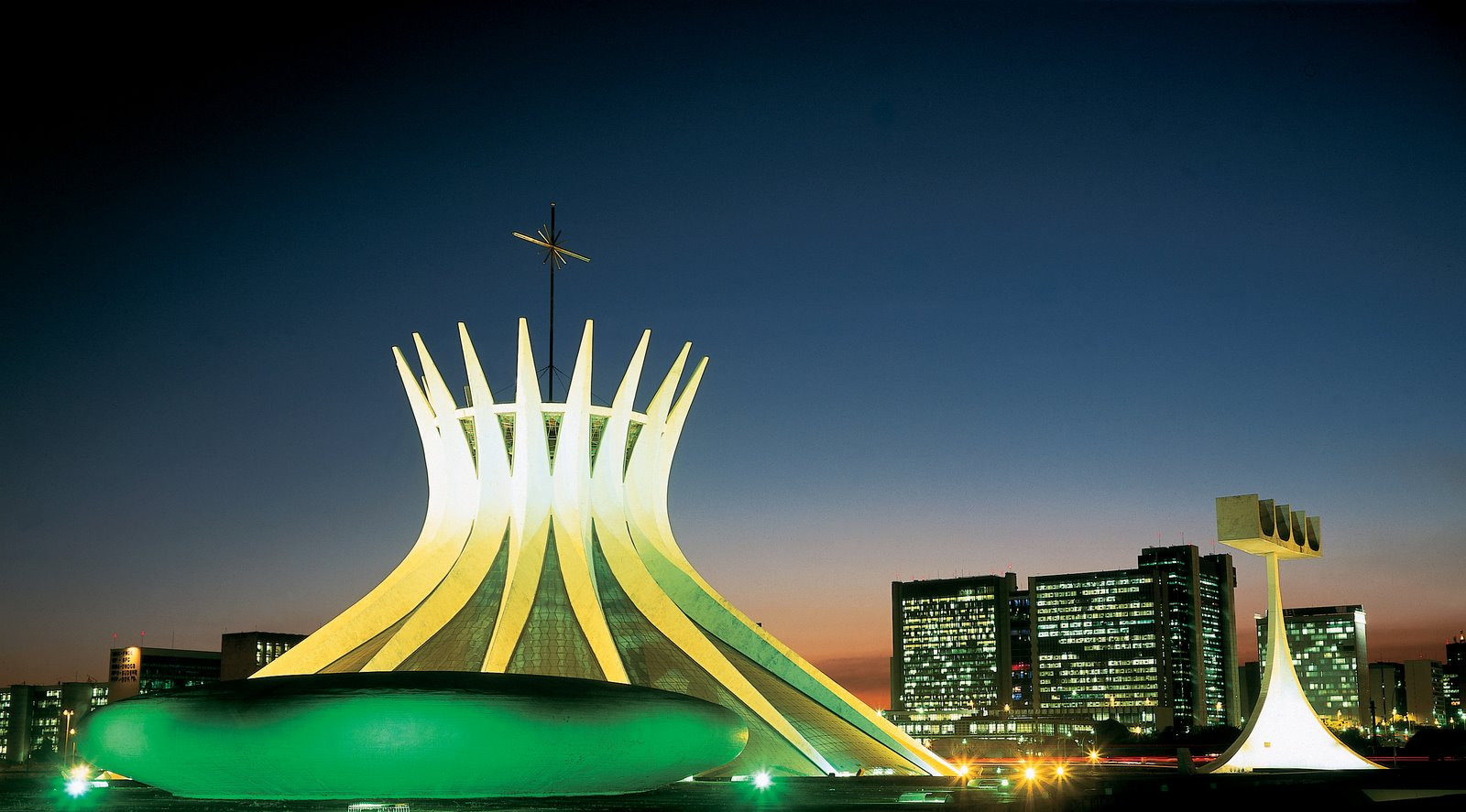Veja o que abre e fecha em BRASÍLIA durante o Carnaval Diálogos  #B59817 1600x887