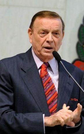 http://dialogospoliticos.files.wordpress.com/2012/03/jose-maria-marin-e-o-interino-de-ricardo-teixeira.jpg?w=290