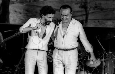 Gonzaguinha viveu longe do pai. Reconciliaram-se em 1980 e fizeram a turnê 'Vida de Viajante', 1980/81 (Foto: Agência O Globo)Gonzaguinha viveu longe do pai. Reconciliaram-se em 1980 e fizeram a turnê 'Vida de Viajante', 1980/81 (Foto: Agência O Globo)