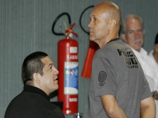 Sérgio Costa Júnior (sentado) optou pela delação premiada, por isso pode ter pena reduzida