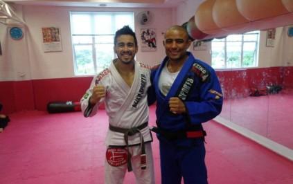 De olho no UFC São Paulo, Pepey treina com o amigo Serginho (Foto: Reprodução / Twitter)