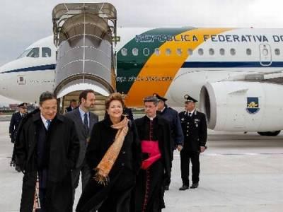 Dilma chegando em Roma