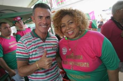 Candidato Chiquinho da Mangueira foi apoiado pela cantora Alcione | Foto: Paulo Alvadia / Agência O Dia