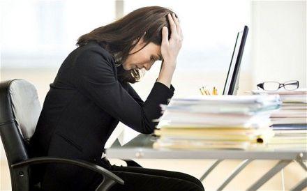 mulher-estressada-com-o-trabalho